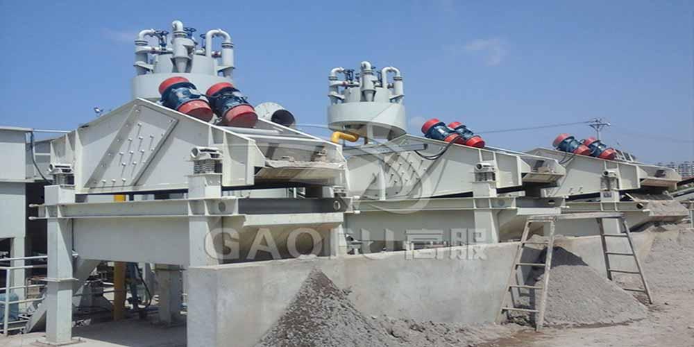 陕西榆林某洗砂厂用高服脱水筛将砂子和泥水分离